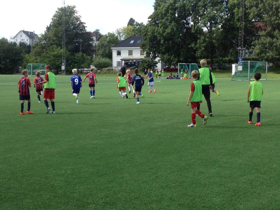 Frigg arrangerer Tine fotballskole 2015